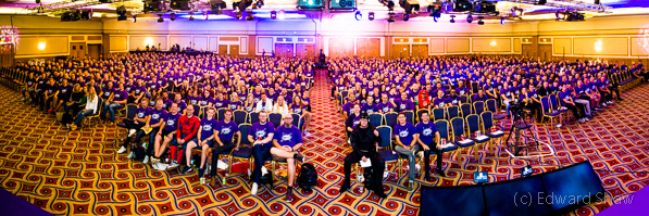 Panorama Interior Group photo - 1000 people in room